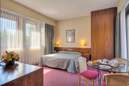Hotel Petra - Rome - Bedroom