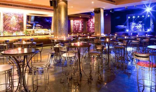 Majestic City Retreat Hotel - Dubai - Bar