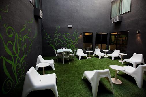 Shelter Hotel Los Angeles - Los Angeles - Patio