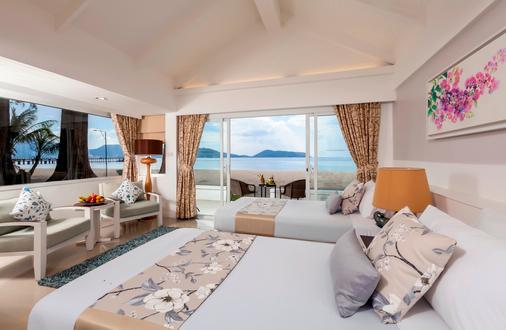 Thavorn Beach Village Resort & Spa Phuket - Kamala - Beach