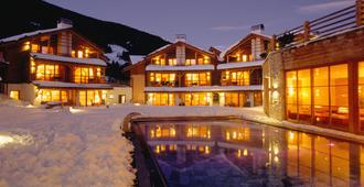 Post Alpina - Family Mountain Chalets - San Candido - Building