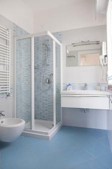 Hotel Menfi - Jesolo - Bathroom