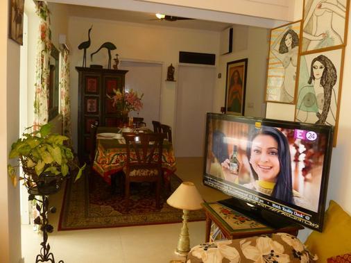 Mayas Nest - New Delhi - Living room