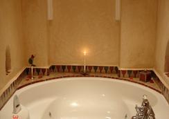 Riad Dar Alhambra - Marrakesh - Bathroom