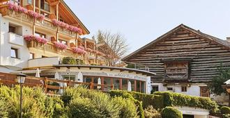Hotel Gebhard - Fiss - Building