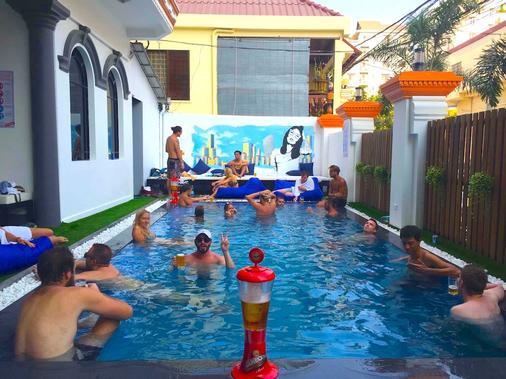 Mad Monkey Hostel Phnom Penh - Phnom Penh - Pool
