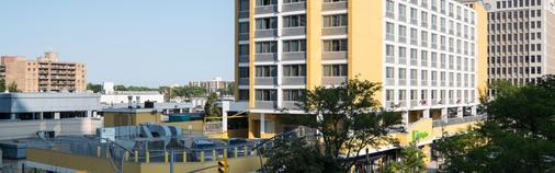Sunbridge Hotel & Conference Centre Downtown Windsor - Windsor - Building