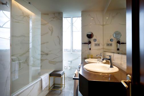 Eurostars Hotel Real - Santander - Bathroom