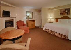 Vacation Lodge - Pigeon Forge - Bedroom