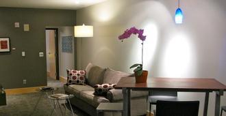 Suites at 118 - Bloomington - Bloomington - Building