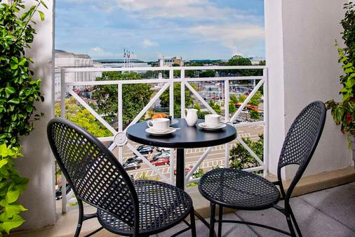 Phoenix Park Hotel - Washington - Balcony