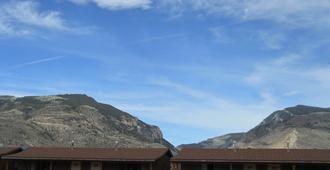 Big Bear Motel - Cody - Building