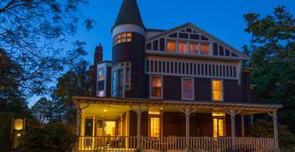 Ivy Lodge - Newport - Building