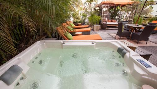 Chesterfield Hotel & Suites - Miami Beach - Attractions