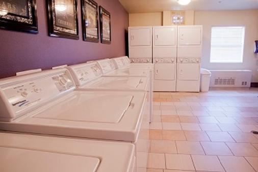 Ledgestone Hotel Billings - Billings - Laundry facility