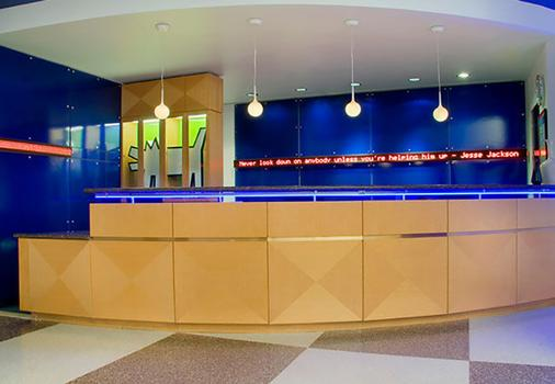 Fairfield Inn and Suites by Marriott Chicago Downtown Magnificent Mile - Chicago - Front desk