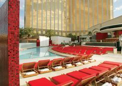 Mandalay Bay Resort and Casino - Las Vegas - Pool