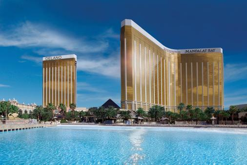 Mandalay Bay Resort and Casino - Las Vegas - Building