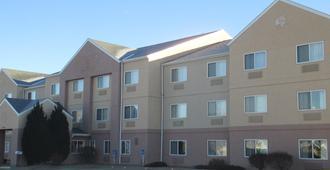 Baymont by Wyndham Salina - Salina - Building