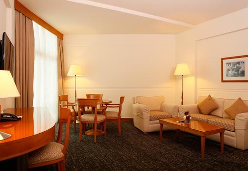 J5 Hotels - Port Saeed - Dubai - Living room