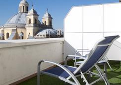 HRC Hotel - Madrid - Bedroom