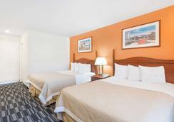 Days Inn Monterey Downtown - Monterey - Bedroom
