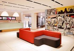 Pod 51 - New York - Lobby