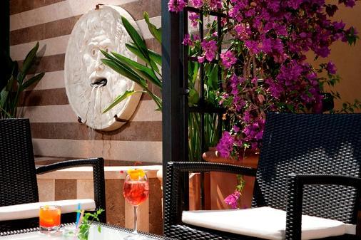 Hotel Victoria Roma - Rome - Balcony