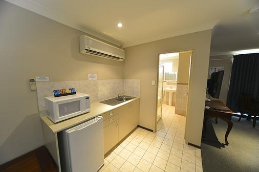 Wattle Grove Motel - Perth - Kitchen
