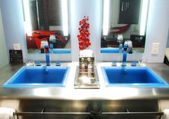 Keating Hotel - San Diego - Bathroom