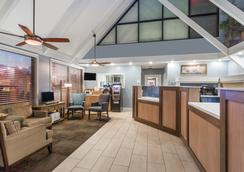Days Inn by Wyndham Cocoa Beach Port Canaveral - Cocoa Beach - Lobby