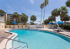 Days Inn by Wyndham Cocoa Beach Port Canaveral - Cocoa Beach - Pool