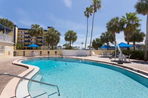Days Inn Cocoa Beach Port Canaveral - Cocoa Beach - Pool