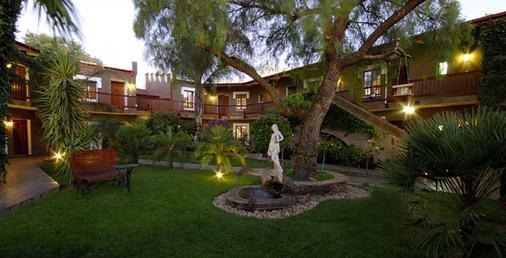 Hotel Heinitzburg - Windhoek - Outdoor view