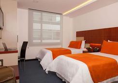 Hotel Finlandia - Quito - Bedroom
