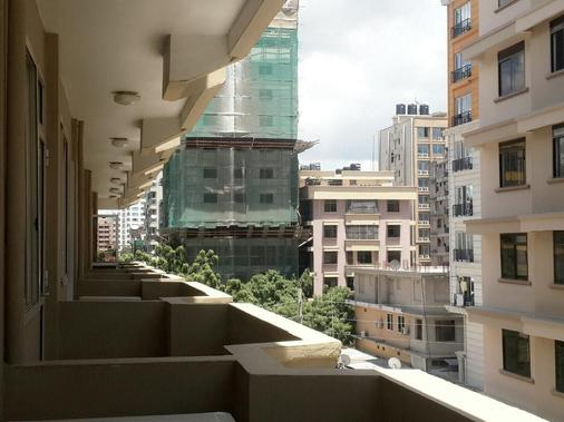 Iris Hotel - Dar Es Salaam - Balcony
