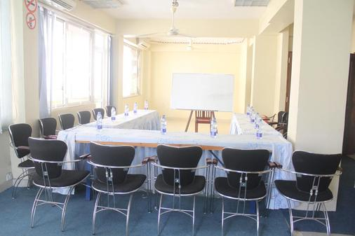 Iris Hotel - Dar Es Salaam - Meeting room