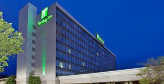 Holiday Inn Wichita East I-35 - Wichita - Building