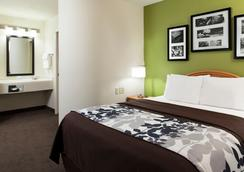 Sleep Inn & Suites Airport - Omaha - Bedroom
