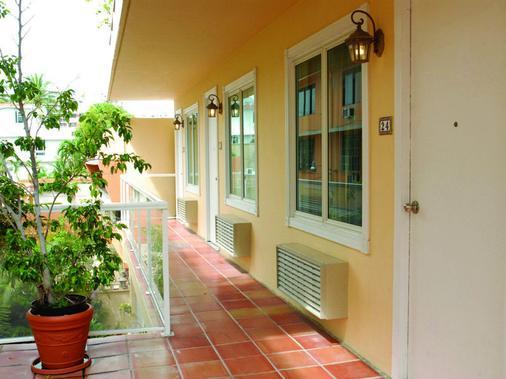 Coral Princess Hotel - San Juan - Outdoor view