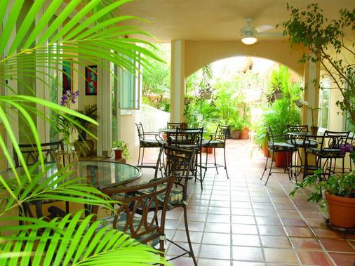 Coral Princess Hotel - San Juan - Patio