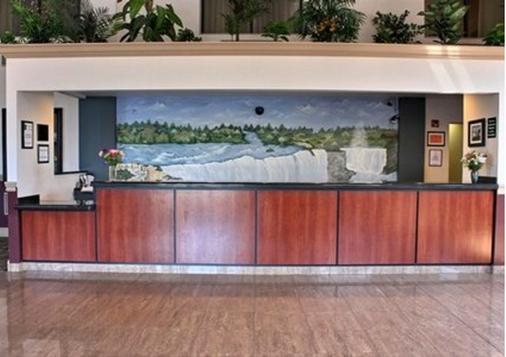 Quality Inn - Niagara Falls - Front desk