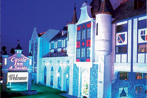 Castle Inn and Suites - Anaheim - Building