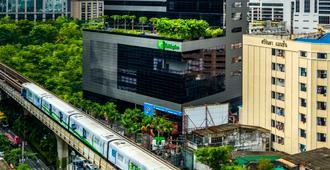 Holiday Inn Bangkok Sukhumvit - Bangkok - Building