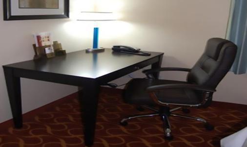 Blue Cypress Hotel - Arlington - Living room