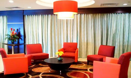 Blue Cypress Hotel - Arlington - Lobby