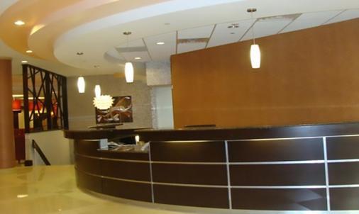 Blue Cypress Hotel - Arlington - Front desk