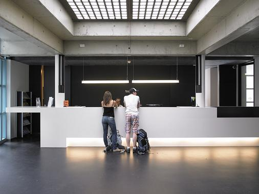 Geneva Hostel - Geneva - Front desk