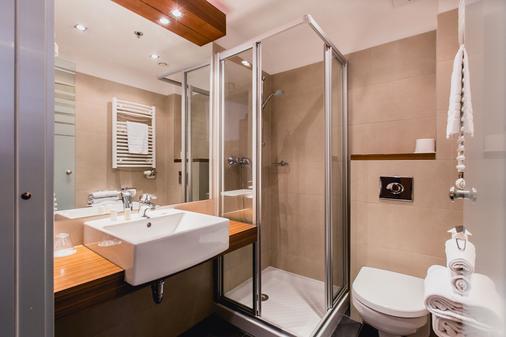Hotel Museum Budapest - Budapest - Bathroom