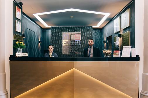 Hotel Museum Budapest - Budapest - Front desk